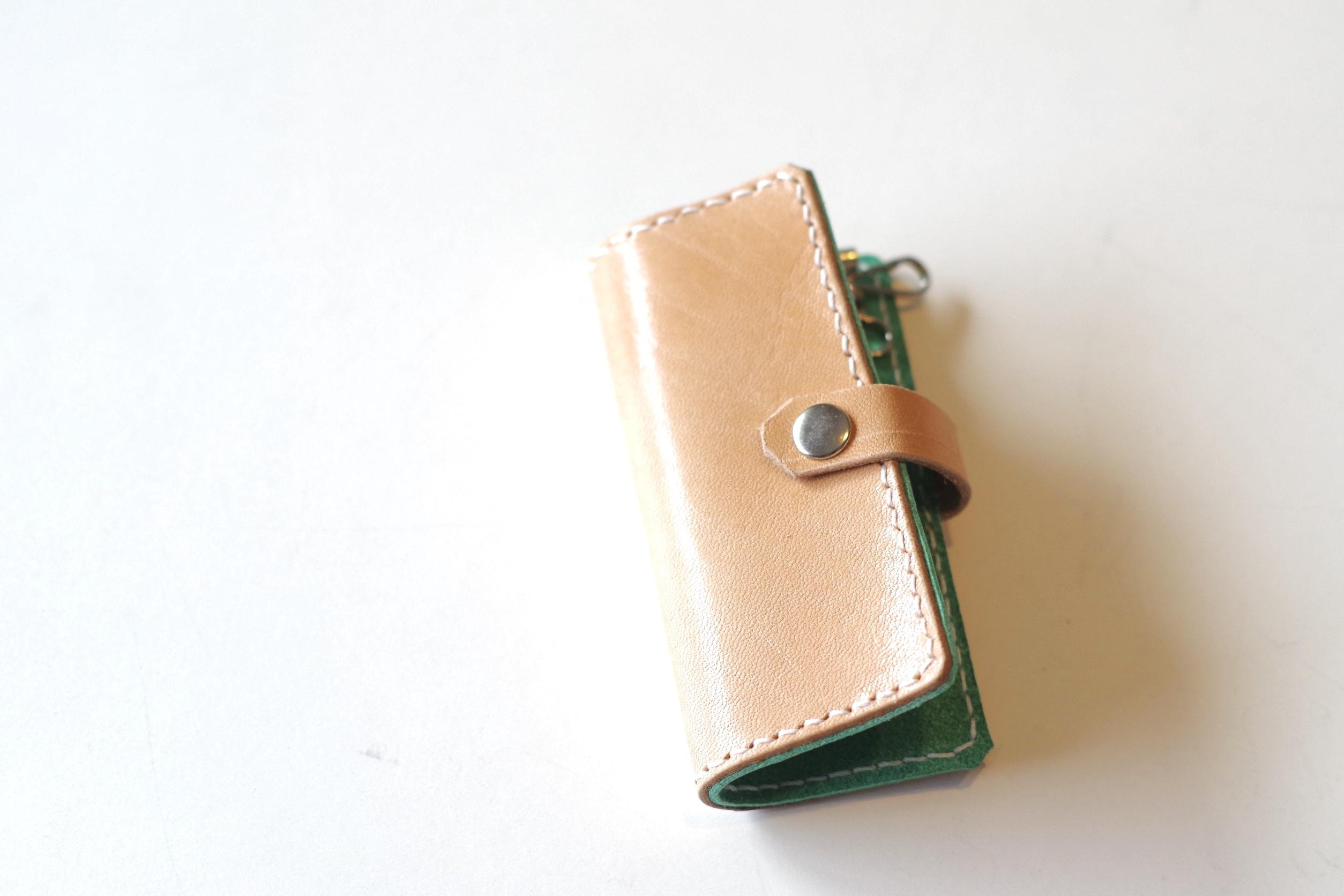 【ヌメ革】2枚貼りヌメ革キーケース(3連)ベージュ+ターコイズ