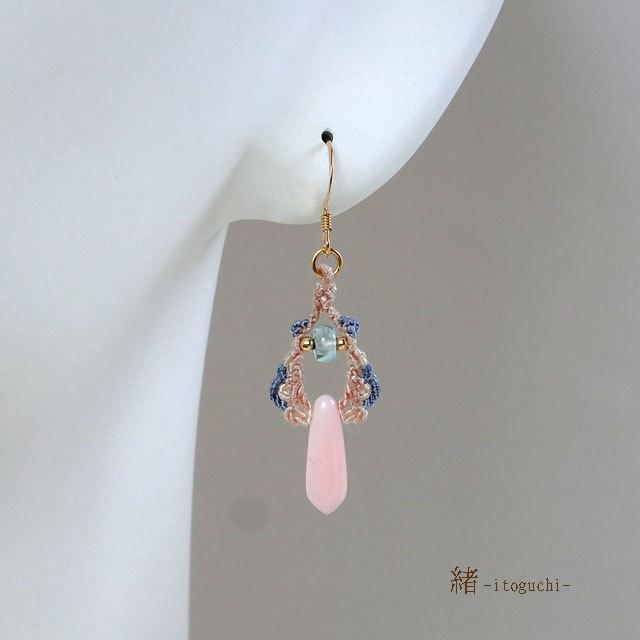 ピンクオパールの絹糸ピアス