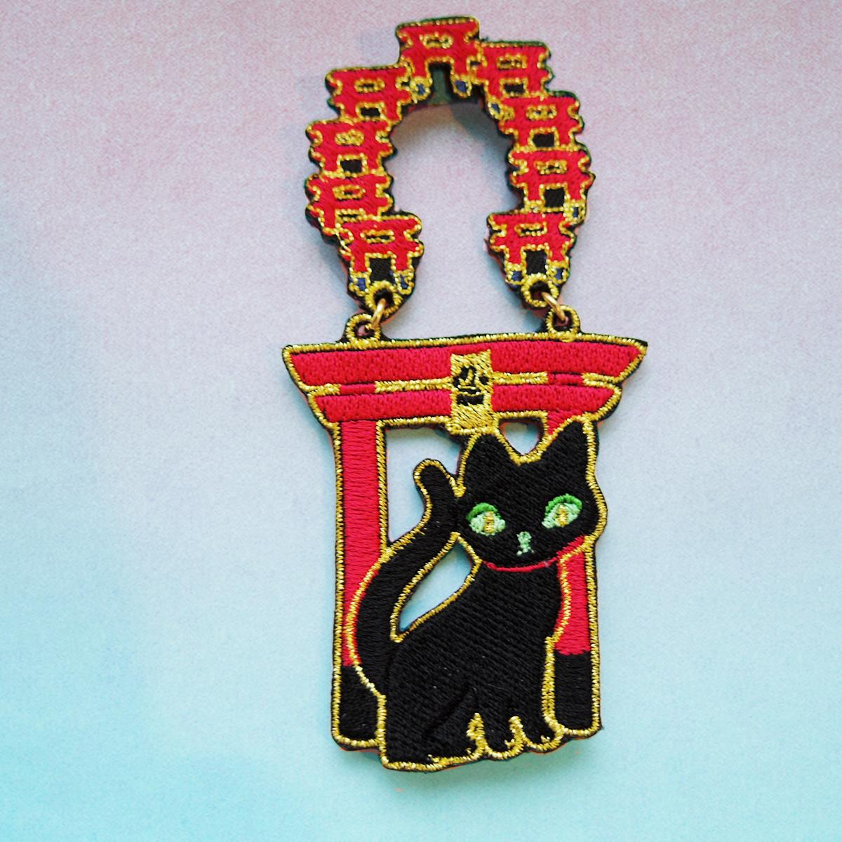 黒猫鳥居/ブローチ