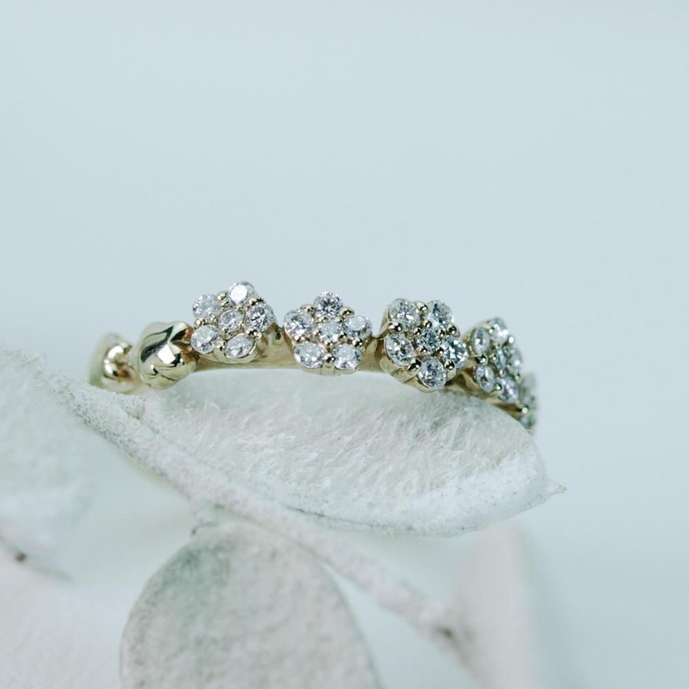 ダイヤモンドのフラワーピンキーリング K18