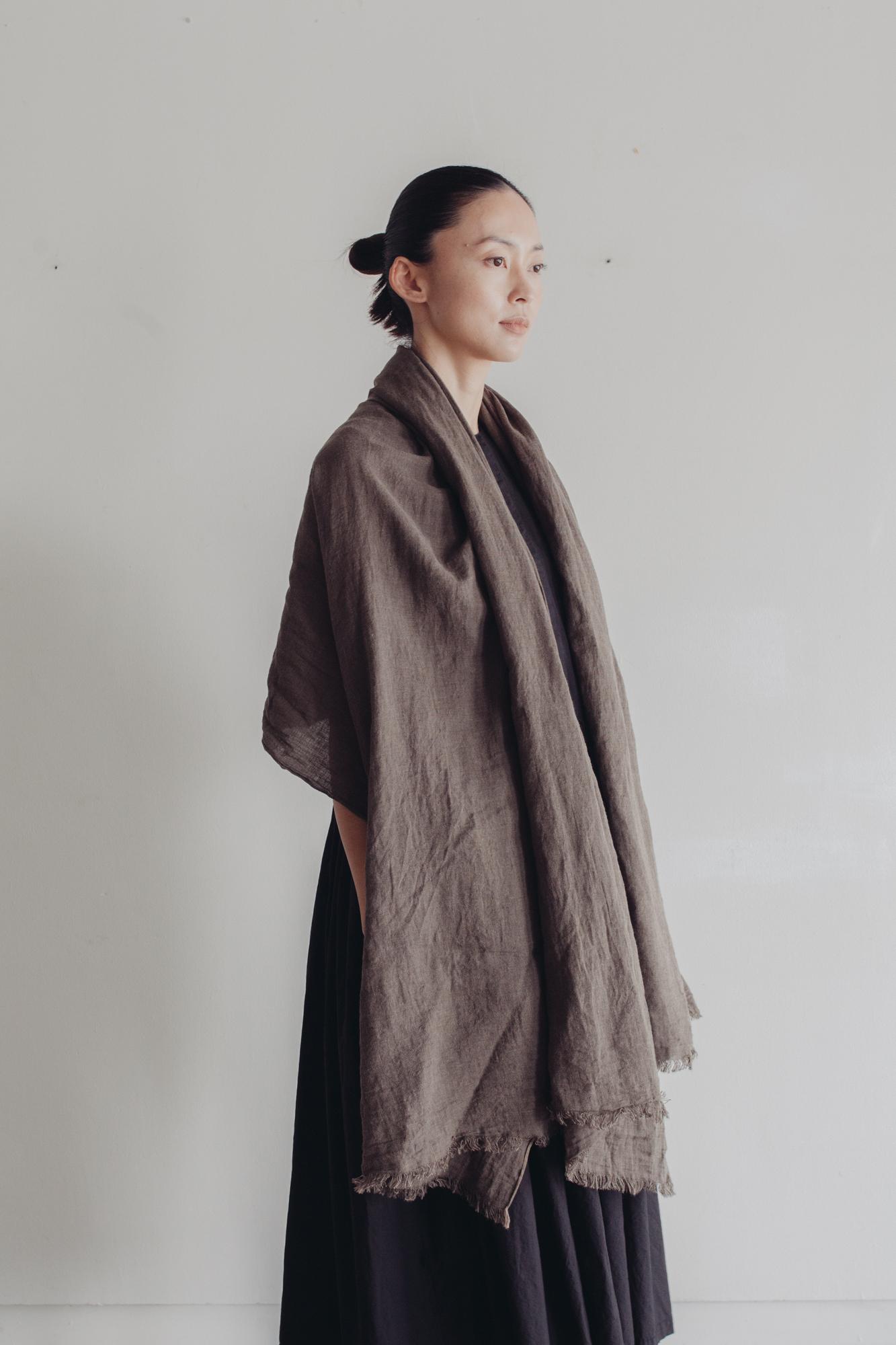 0154-1 yarn dye cotton/linen stole / shark skin