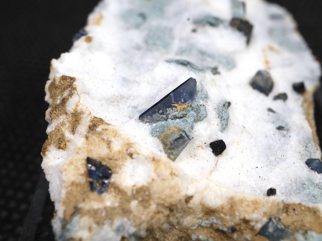 ベニトアイト ネプチュナイト ベニト石  カリフォルニア産  8,5g BN065 鉱物 天然石 パワーストーン