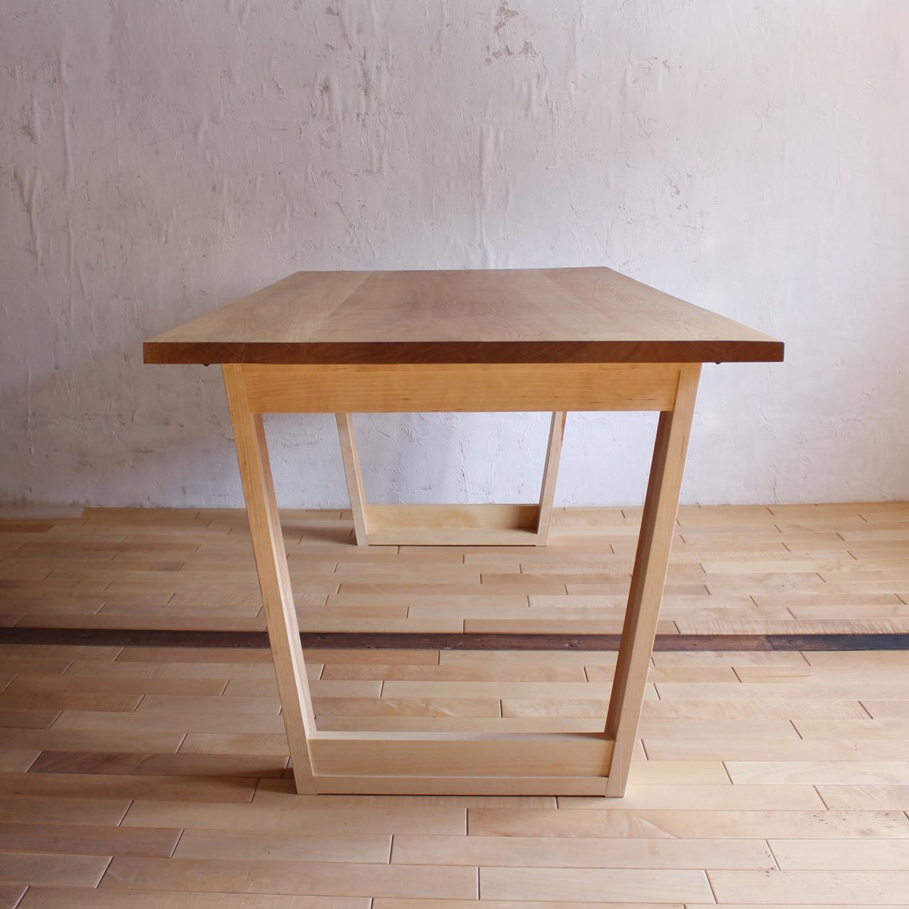 カバ材の箱脚テーブル