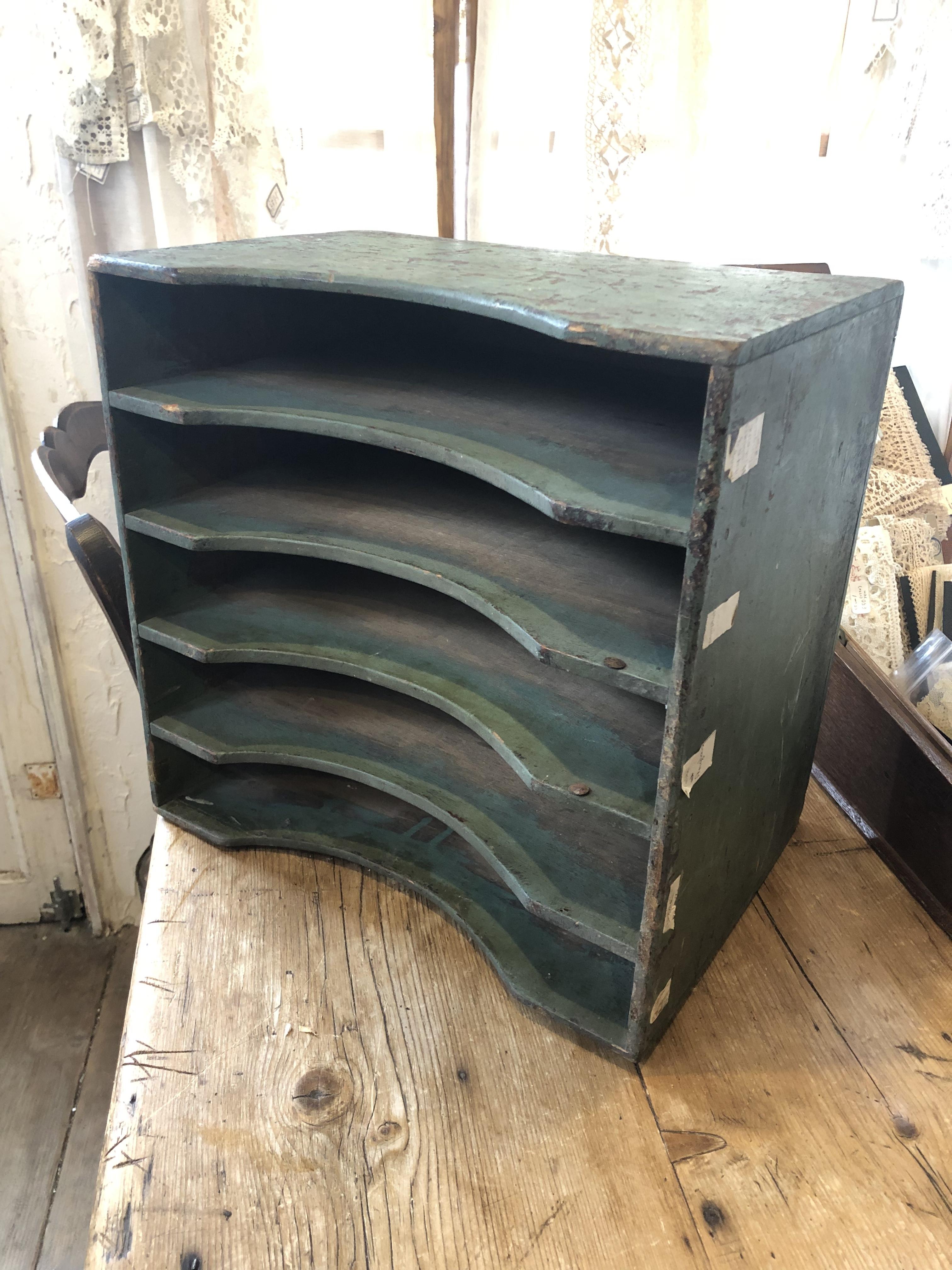 フランスブロカント グリーンの木製仕分け棚 書類棚
