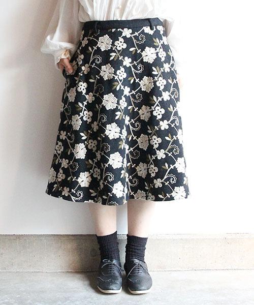 花柄刺繍のフレアースカート
