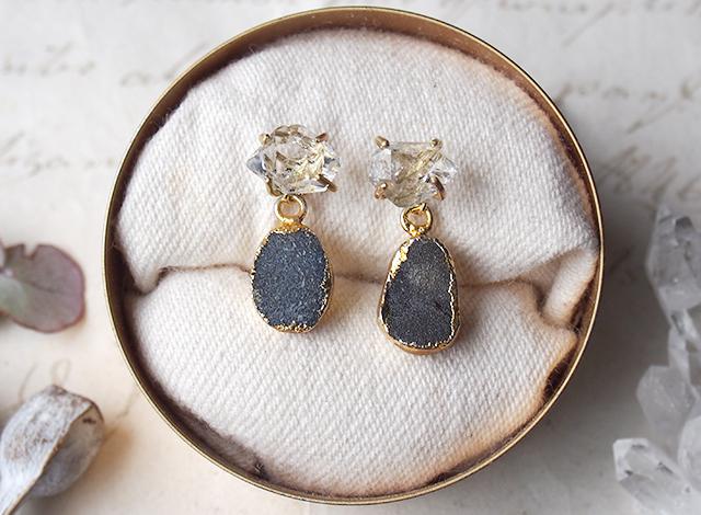 2way:原石のダイヤモンドクォーツとドゥルージーのピアス