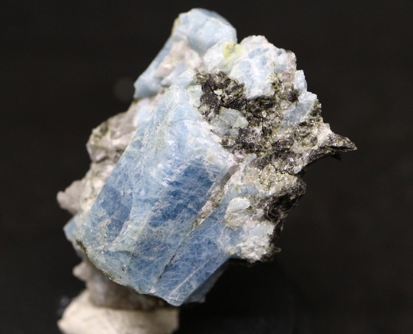 カリフォルニア産 アクアマリン 8,7g 原石 AQ026