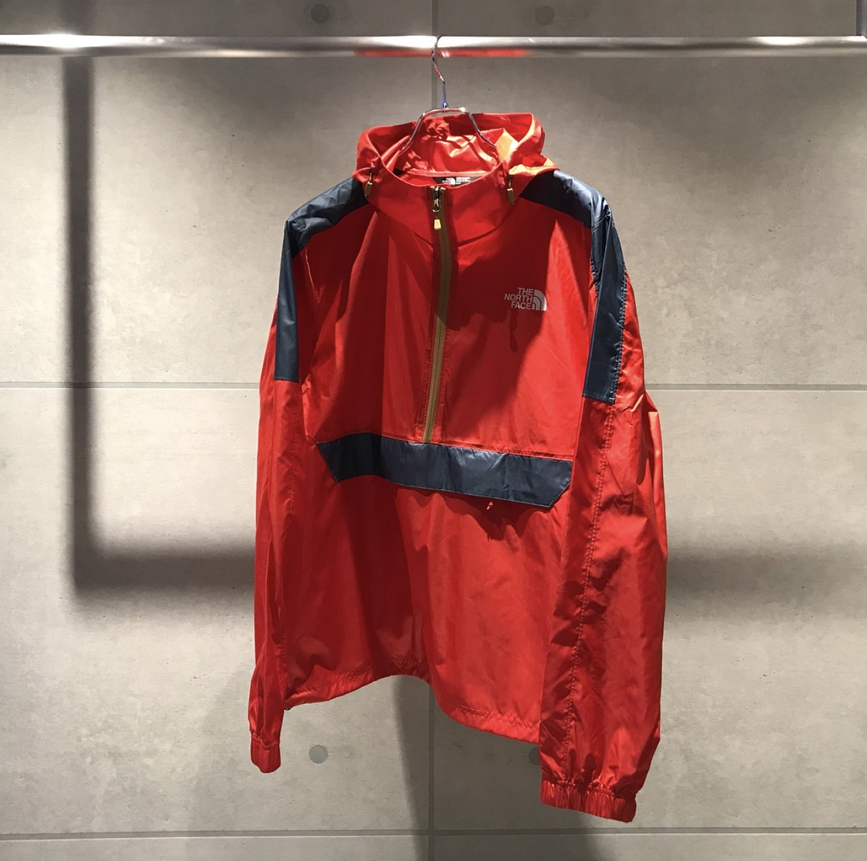 THE NORTH FACE WIND ANORAK JKT / RED