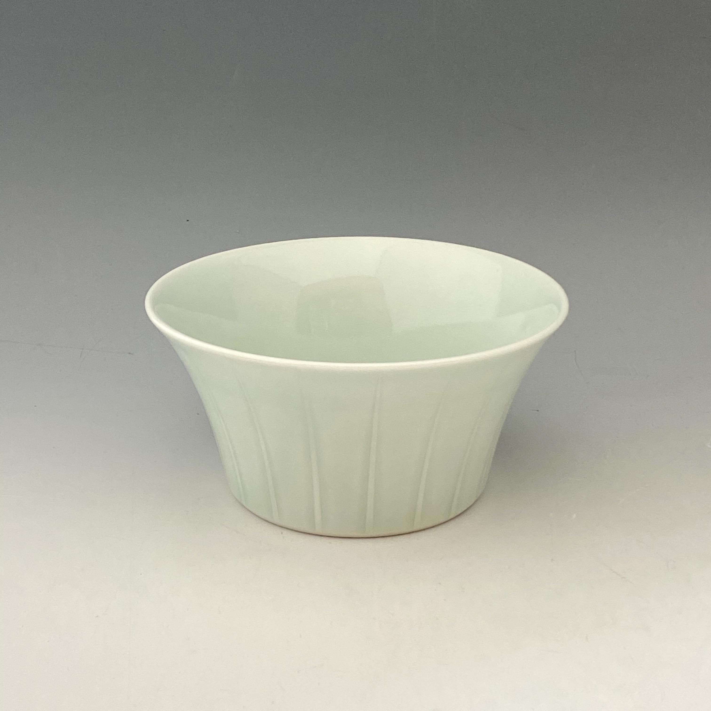 【中尾恭純】青白磁線彫麺鉢