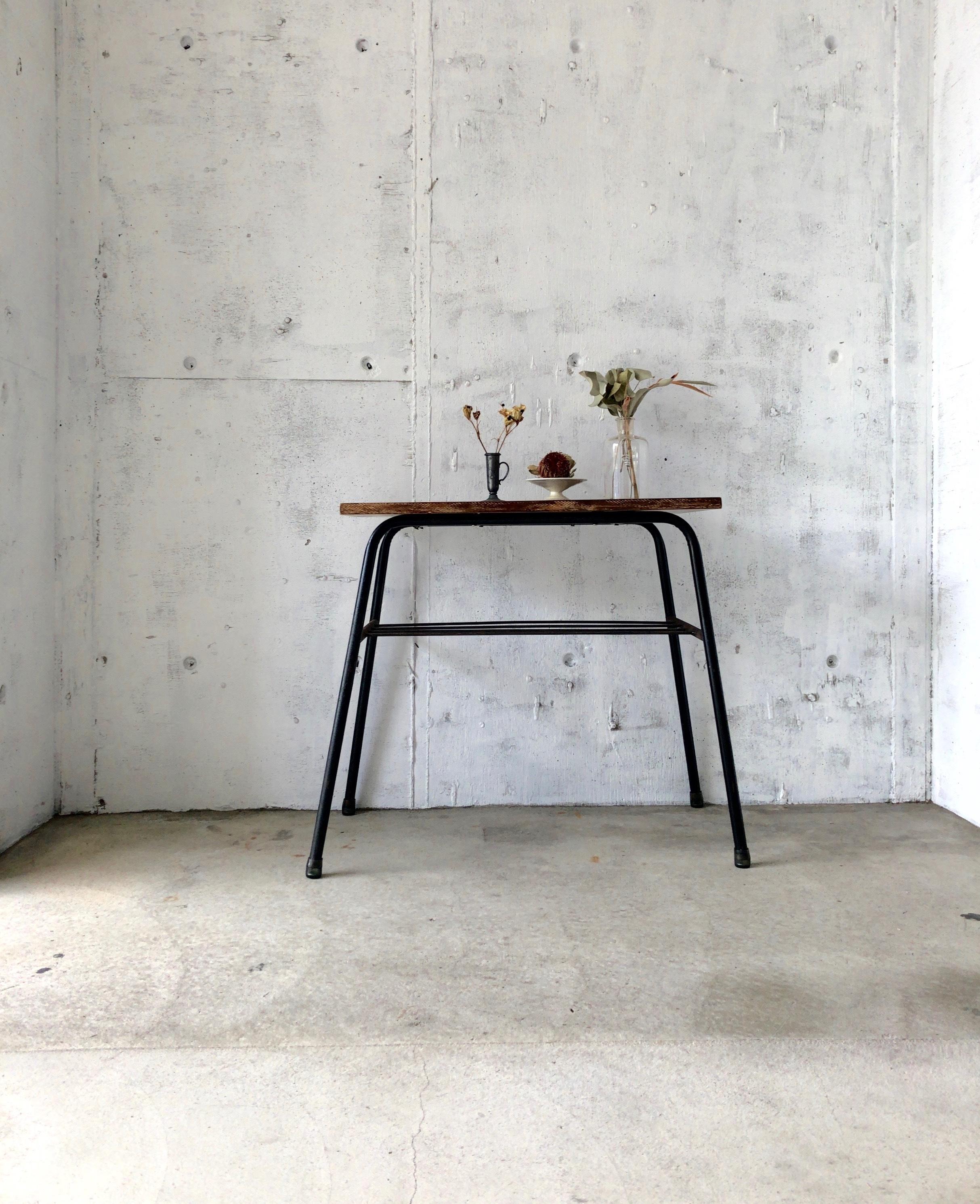木味×鉄脚のサイドテーブル[古家具]