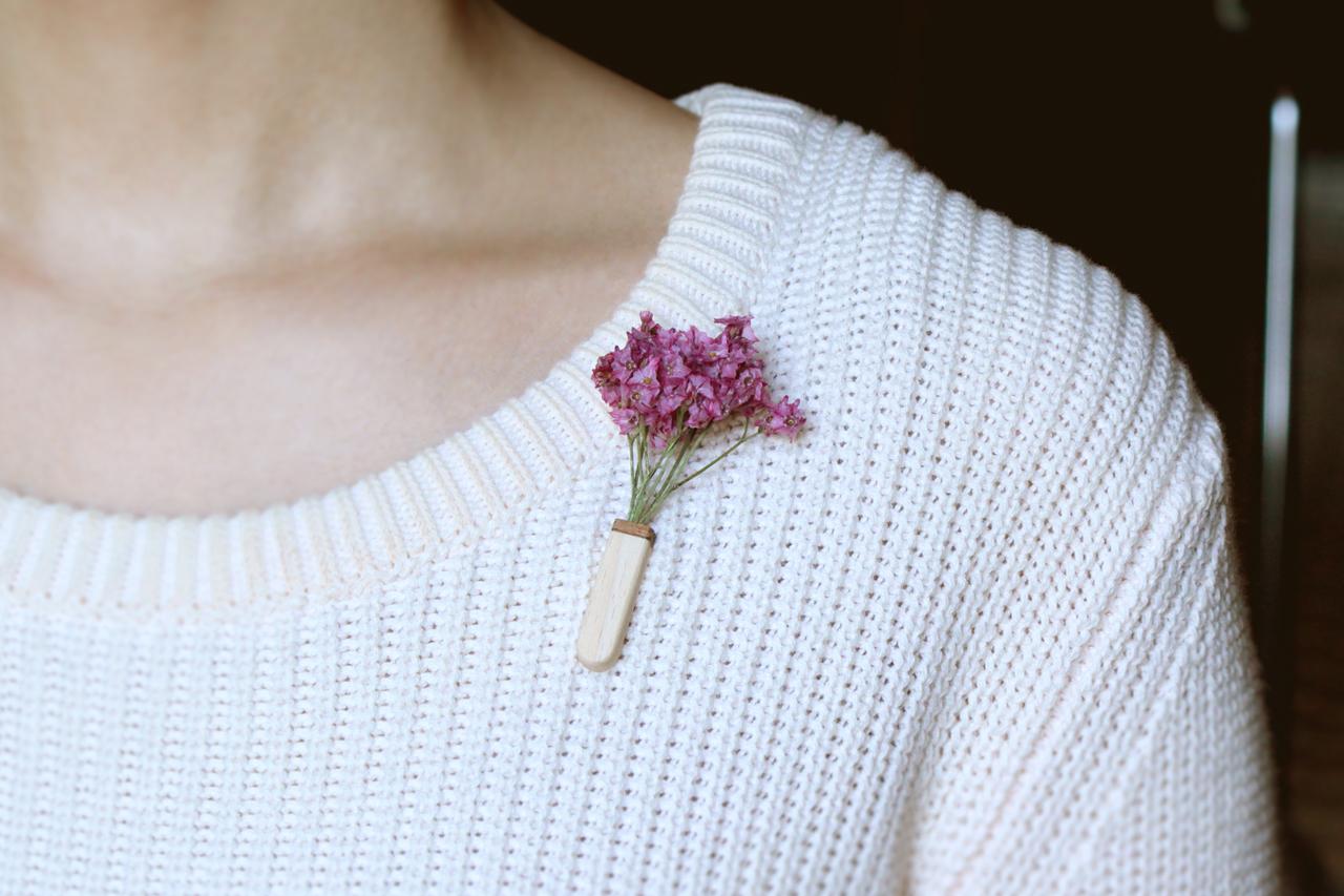 木のブローチ【Vase ラウンド/花束 】