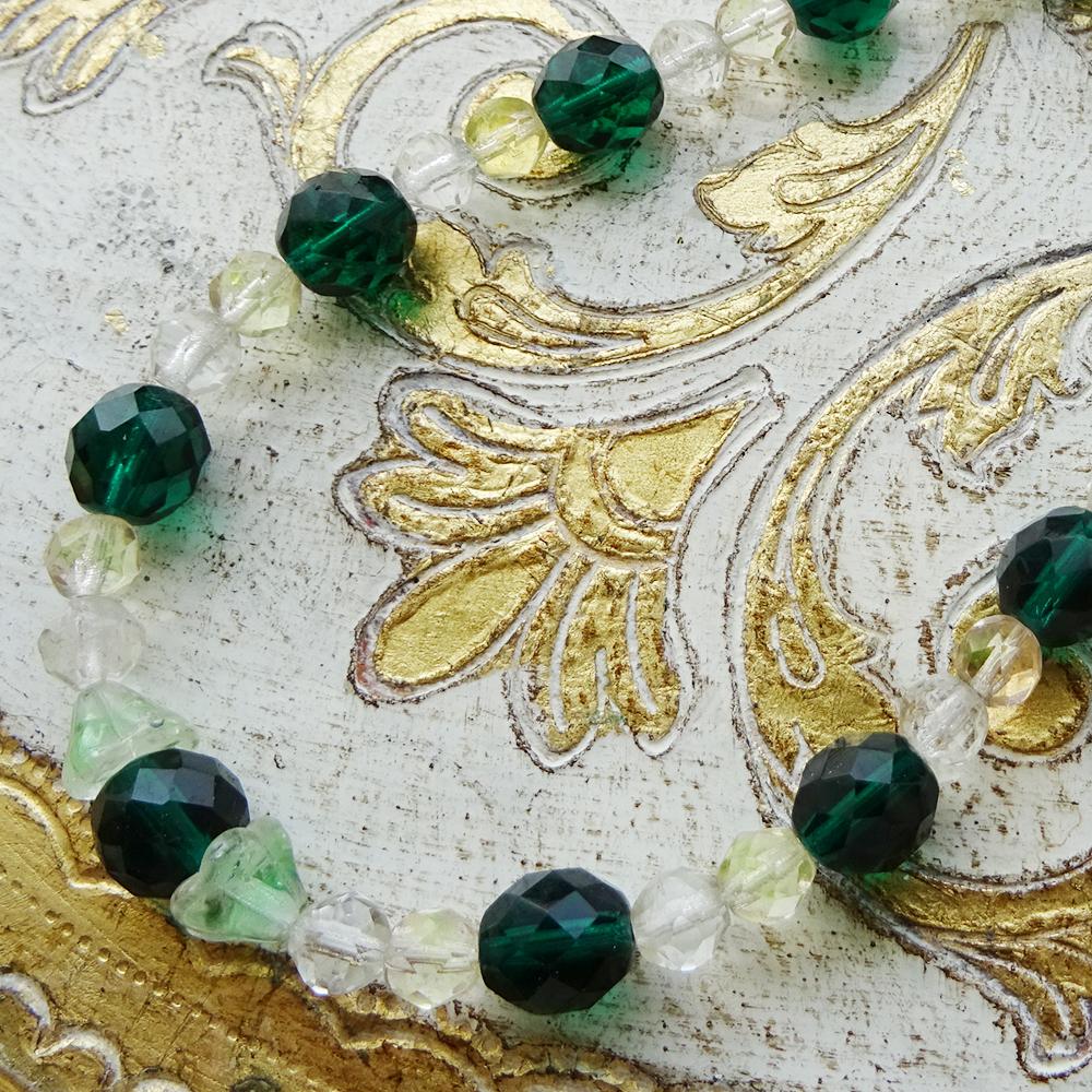 チェコスロバキア ウランガラスのネックレス / ダークグリーン