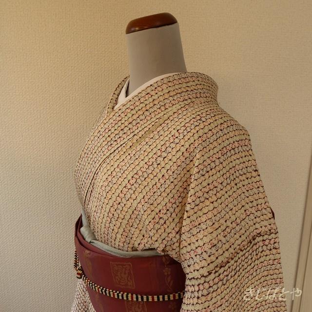 正絹綸子 白地の総絞りの小紋 袷の着物