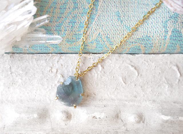 [一点物]原石のフローライトのネックレス