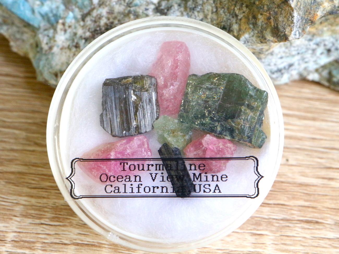 【鉱物標本セット】トルマリン カリフォルニアオーシャンビュー鉱山産  T110 ピンクトルマリン/グリーントルマリン/ブラックトルマリン