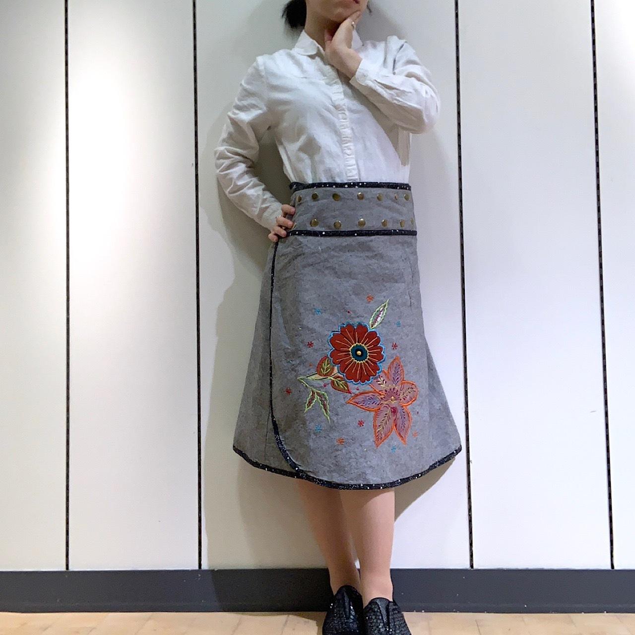 emcg-002 刺繍スナップスカート グレー・黒