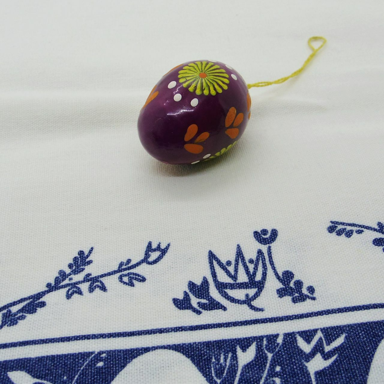 イースターエッグのオーナメント 紫