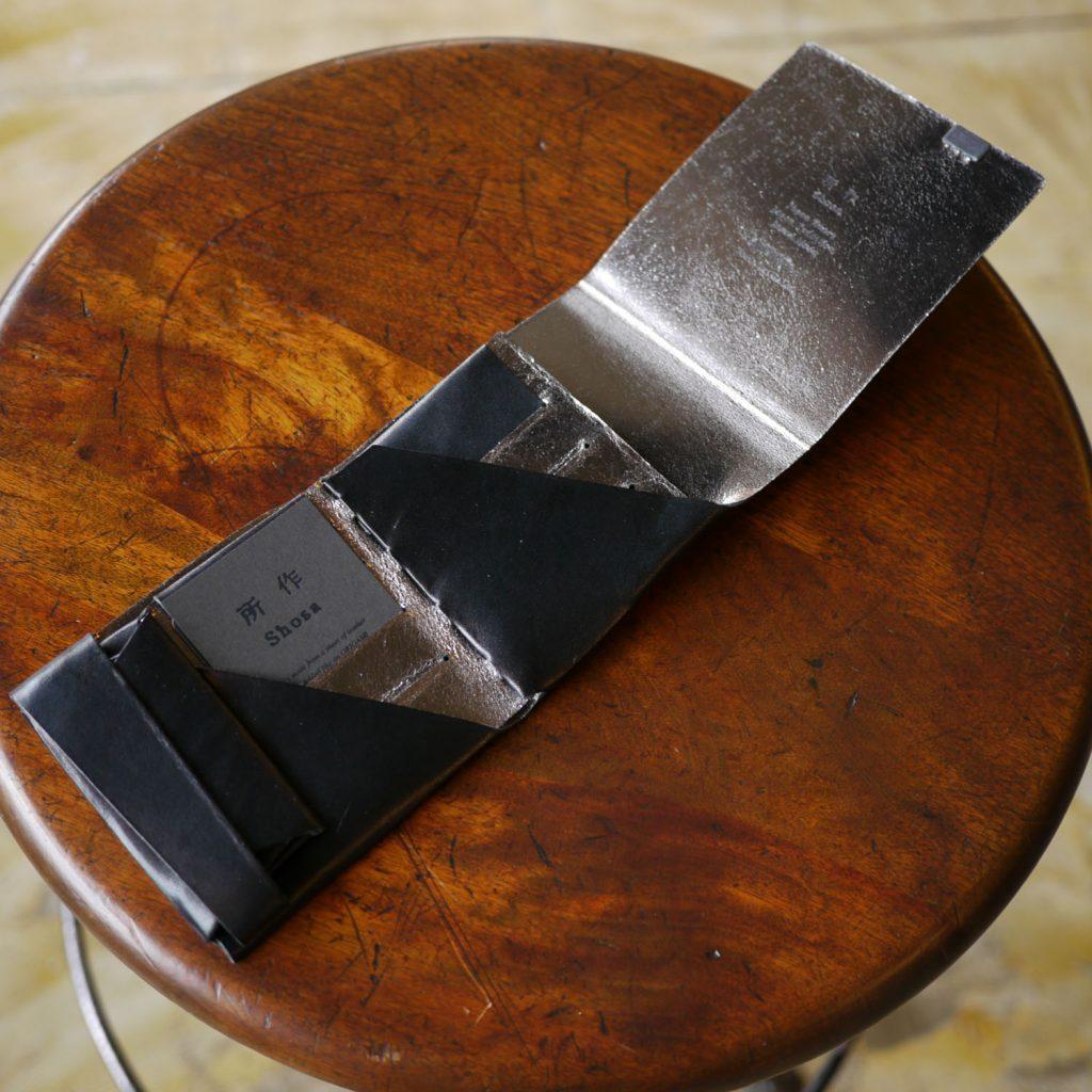 定番カラーにアクセントを。-バイカラー-ブラック×シルバー ポケットサイズのショートウォレット2.0<二つ折り財布2.0>