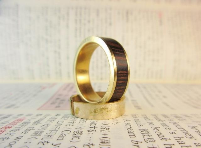 木と真鍮の指輪 ウェンジ 象嵌リング