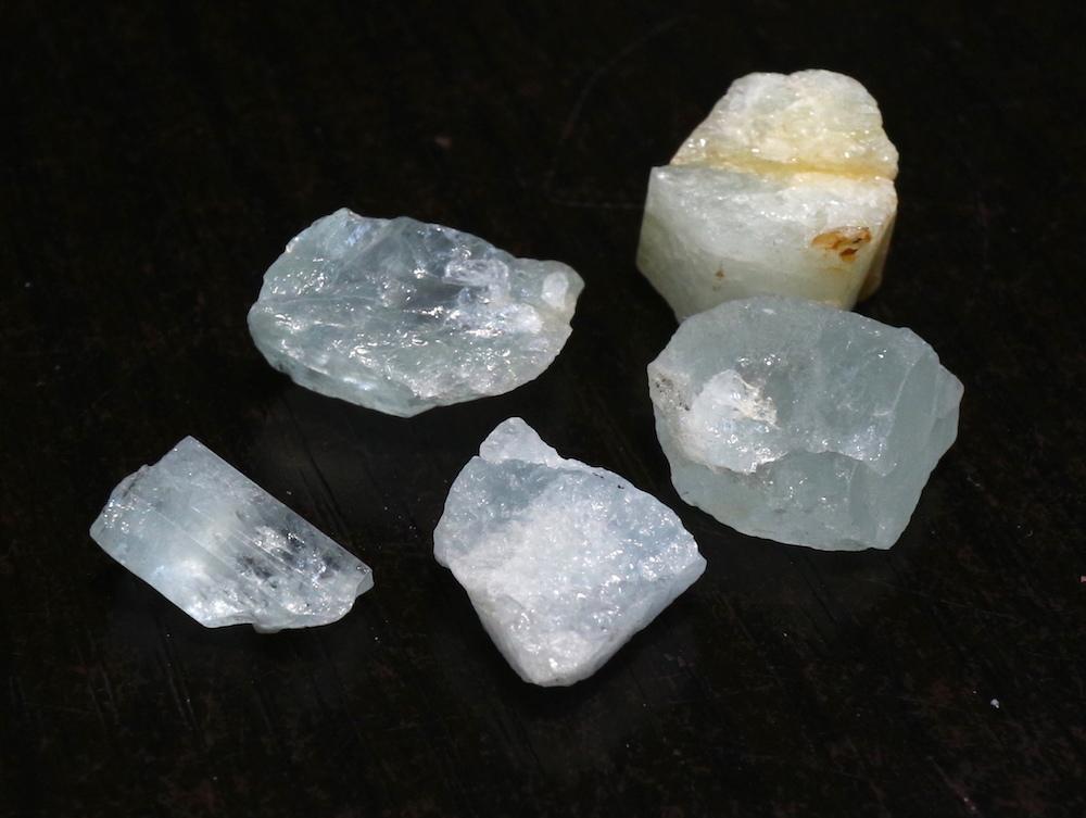5ケセット! アクアマリン 希少なカリフォルニア産 合計7,5g 原石 AQ019