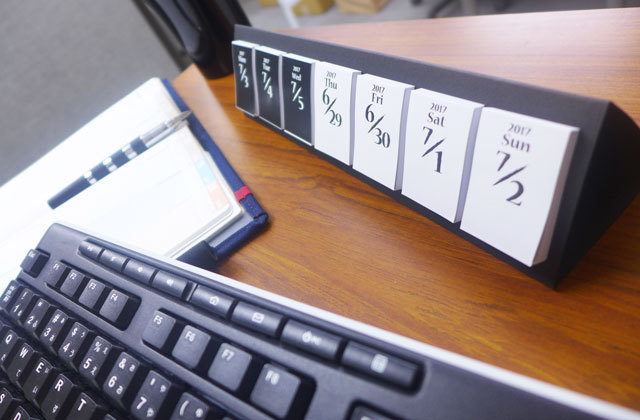 日めくり付箋カレンダー「himekuri」2018(別便発送)