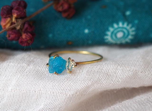 原石のアパタイトとダイヤモンドクォーツのリング