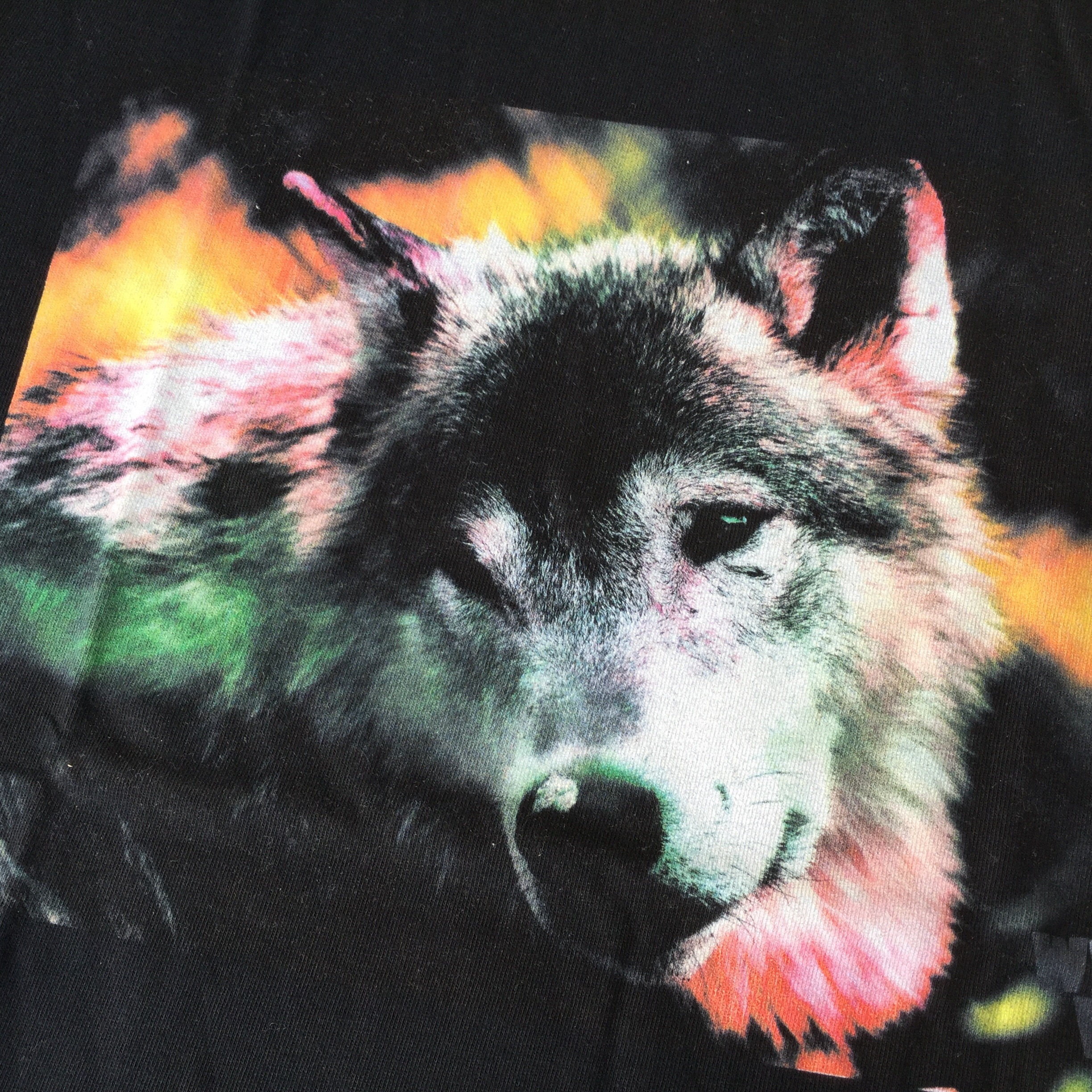 Coloured wolf Tシャツ
