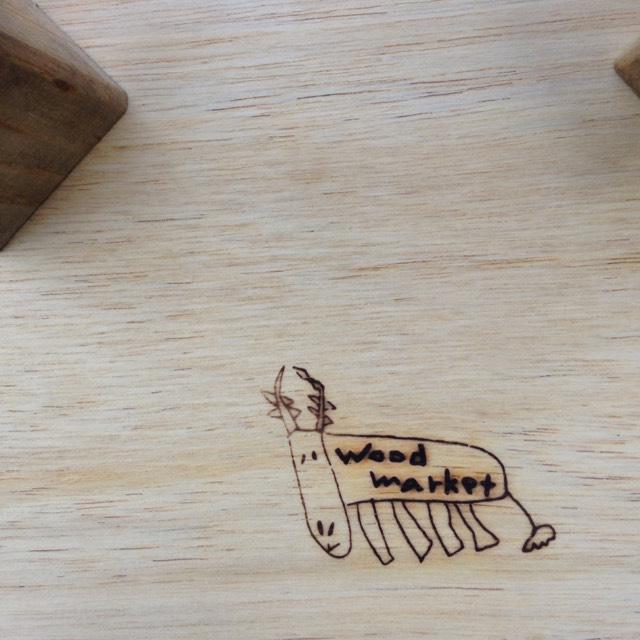 wood market 背の低い椅子。正方形