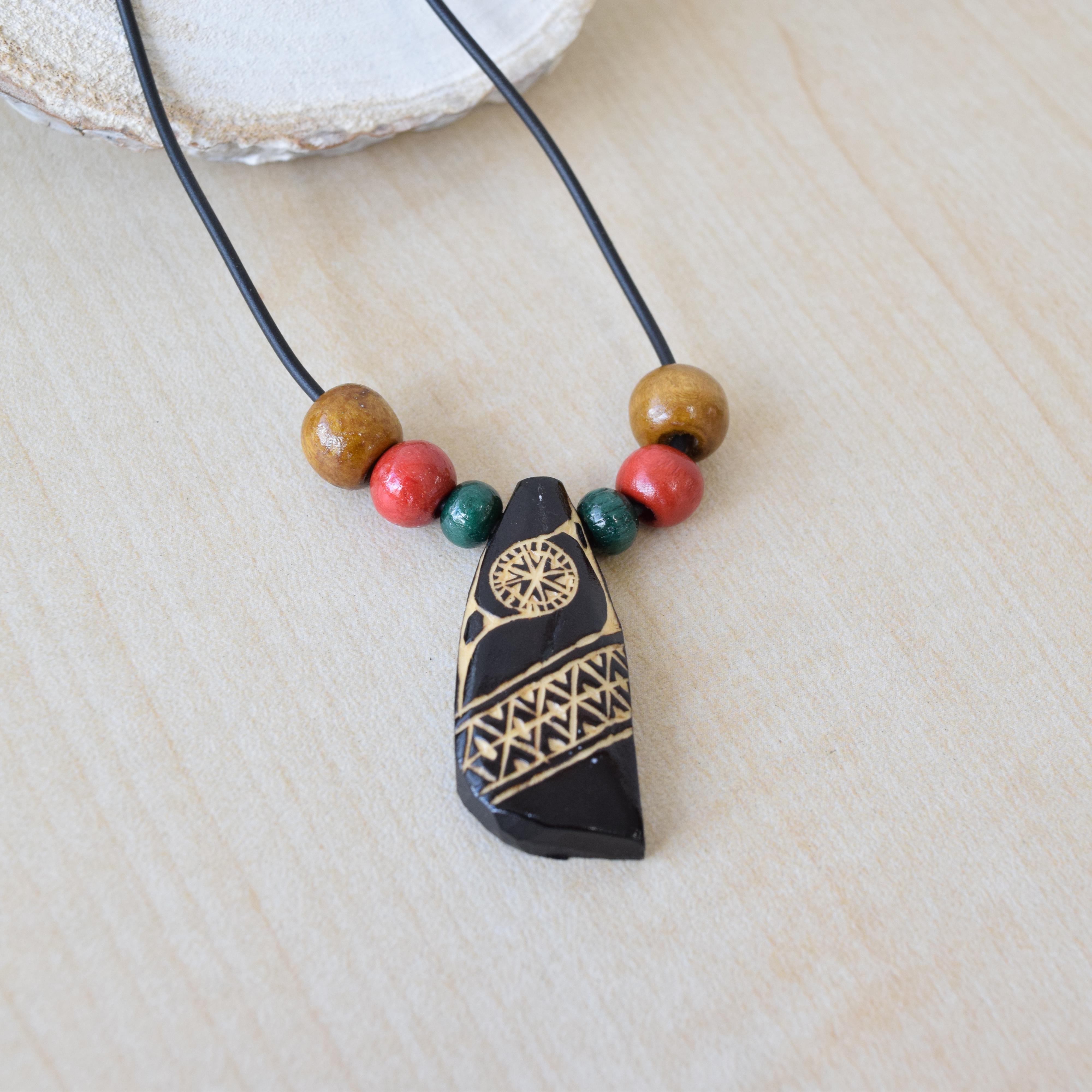 木彫りのネックレス(茶) Wood carving necklace(blown) 【さっぽろアイヌクラフト】