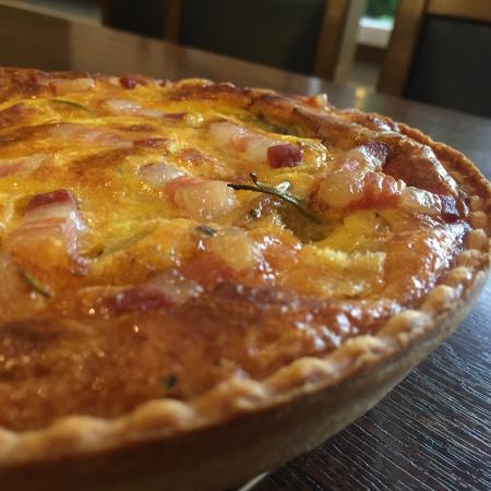 パンチェッタとジャガイモのローズマリー風味キッシュ 18cmホール
