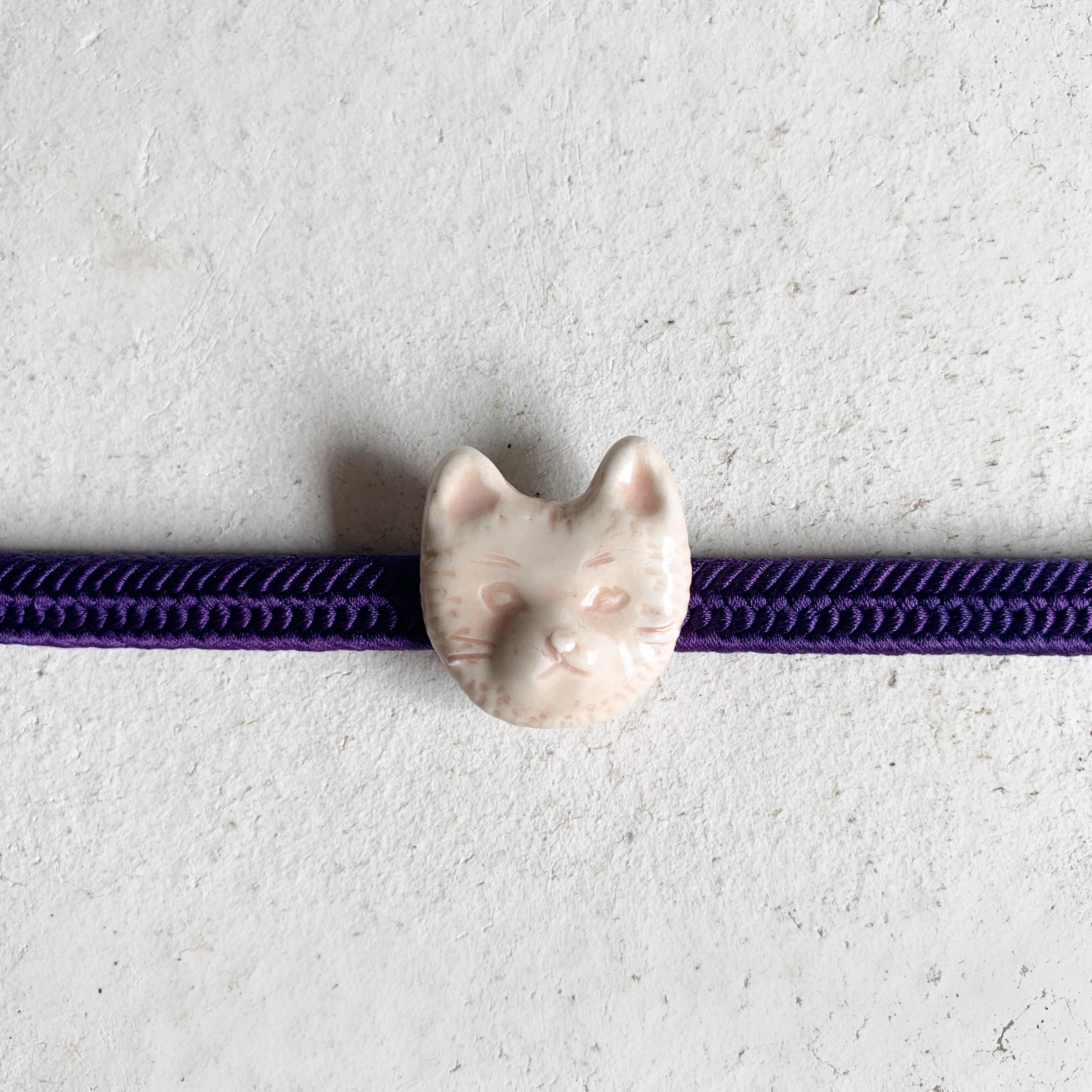 磁器ブローチまたは帯留め 猫(ピンク)
