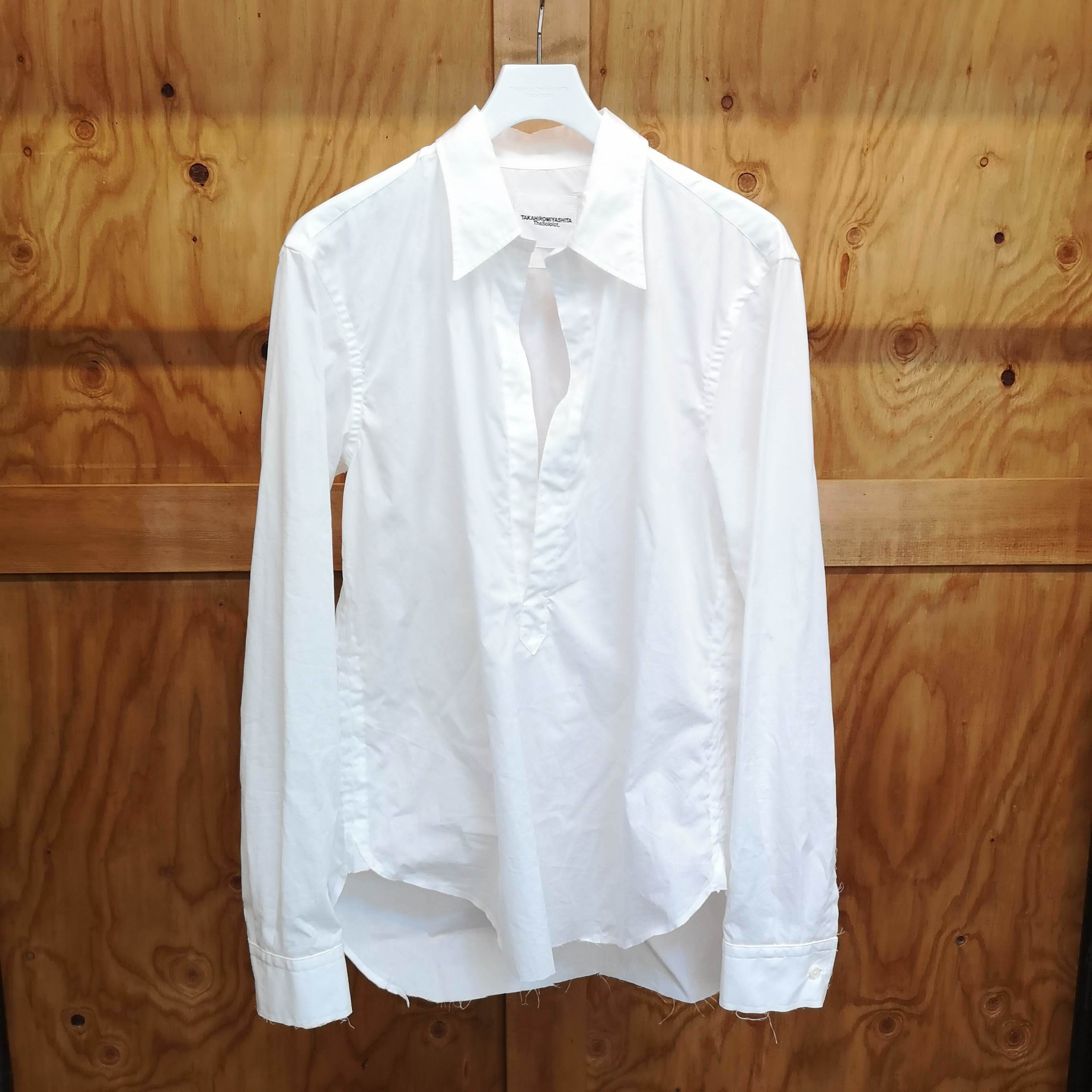 sws.0003AW18 : deep neck pullover shirt.