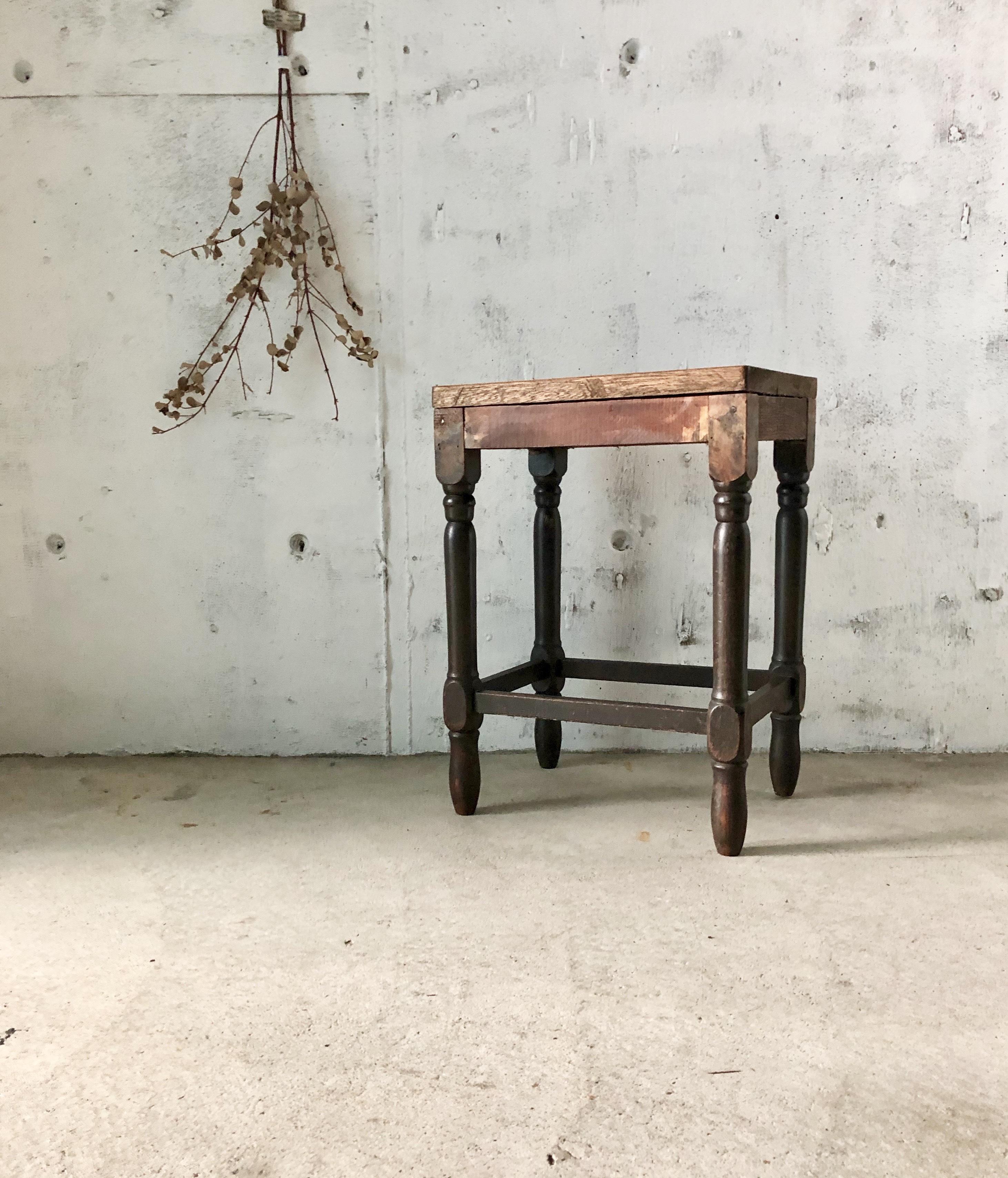 ろくろ脚の木製スツール[古家具]