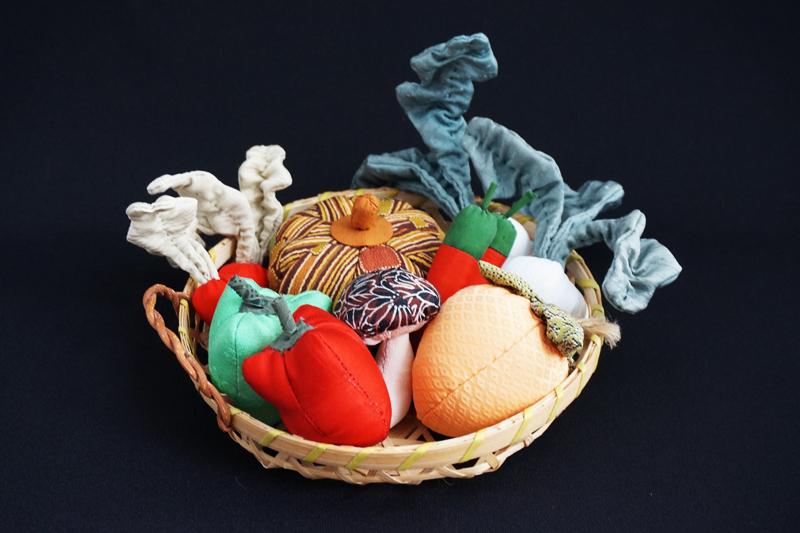 着物、和服の古布人形「野菜の詰め合わせ」 - 画像2