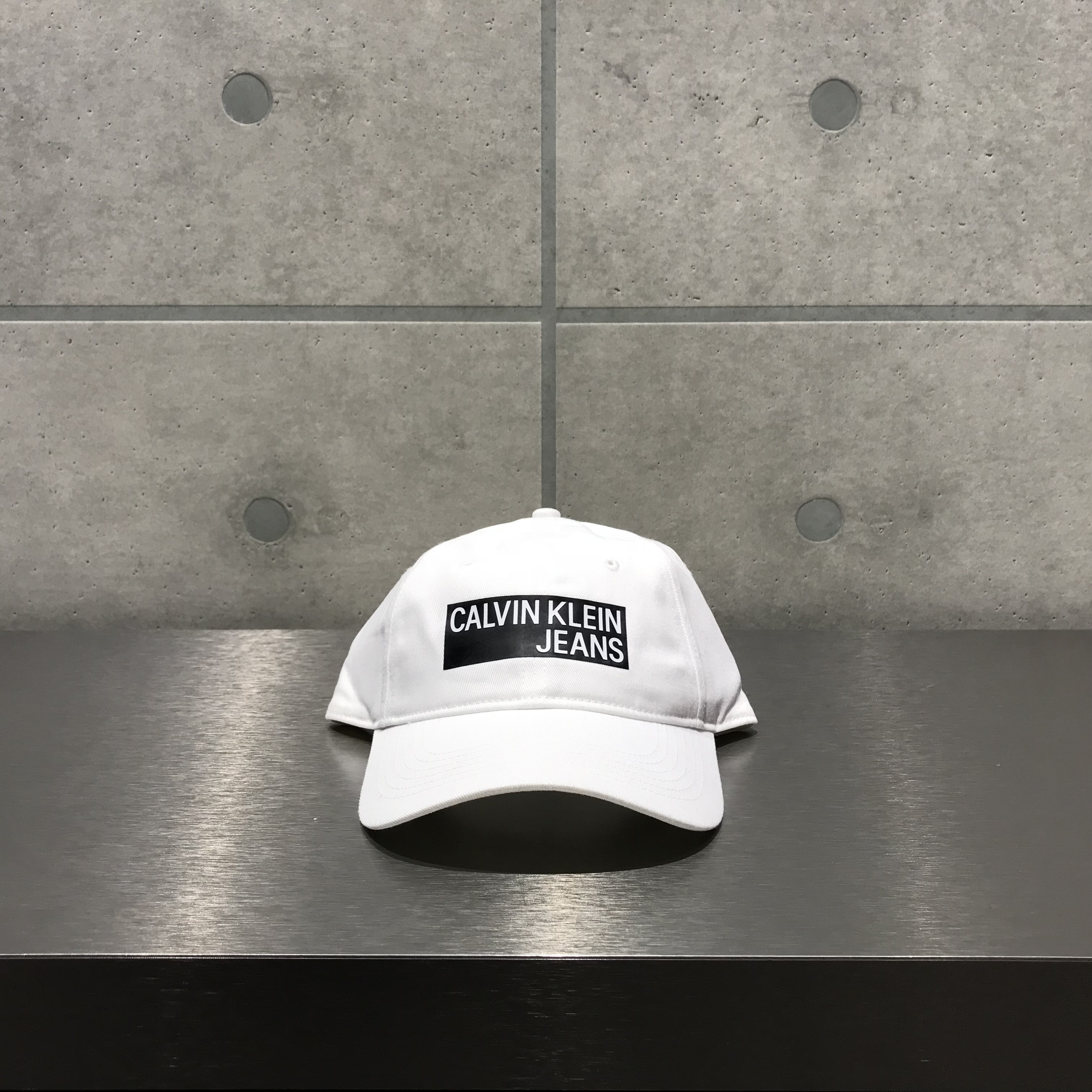 Calvin Klein LOGO 6-PANEL CAP / WHITE x BLACK