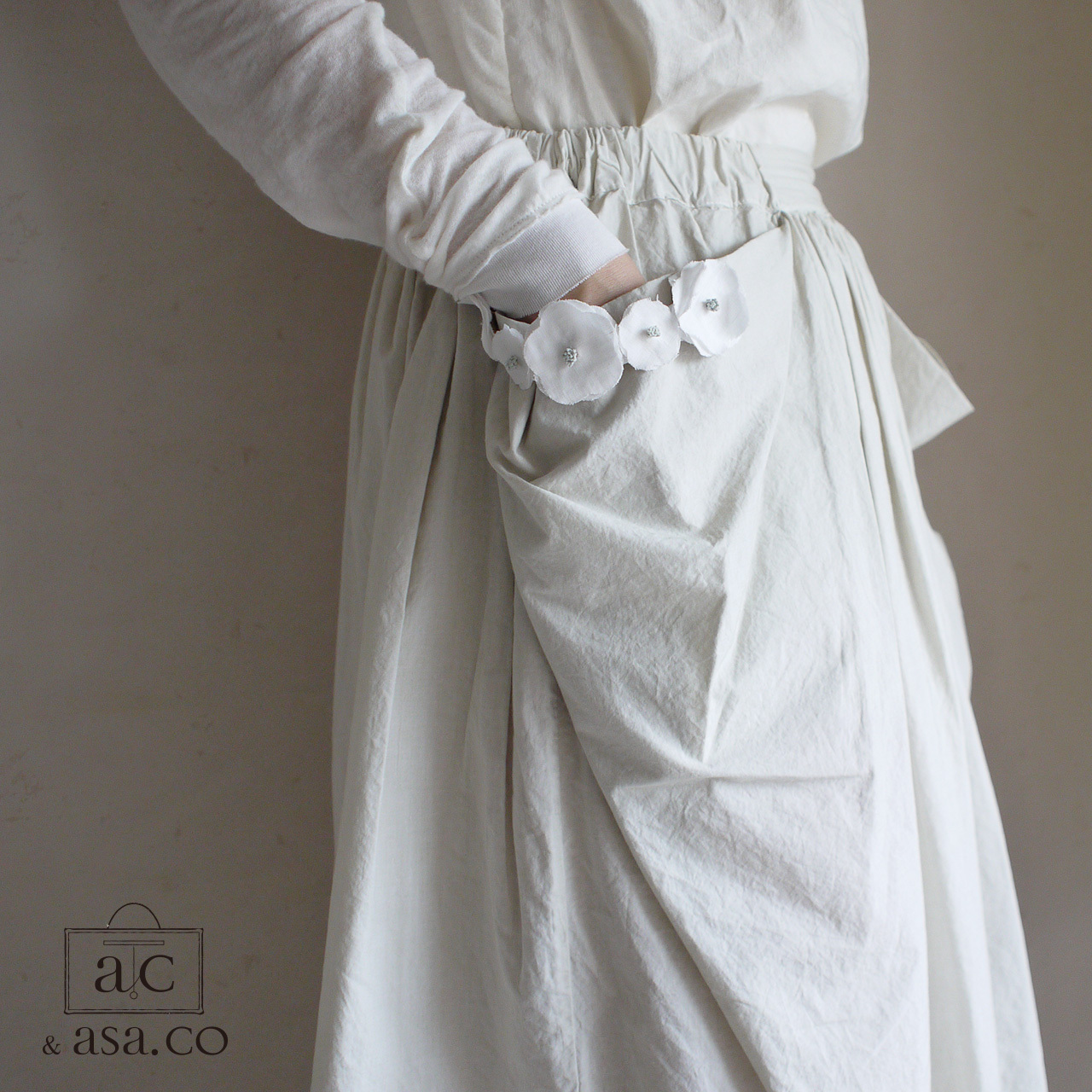 麻の襟元ブローチ 〈 Romantic 〉White