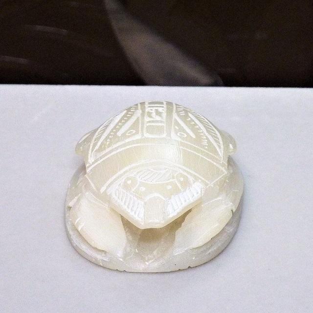 エジプト直輸入・幸運のお守り 『スカラベ 』・アラバスター製