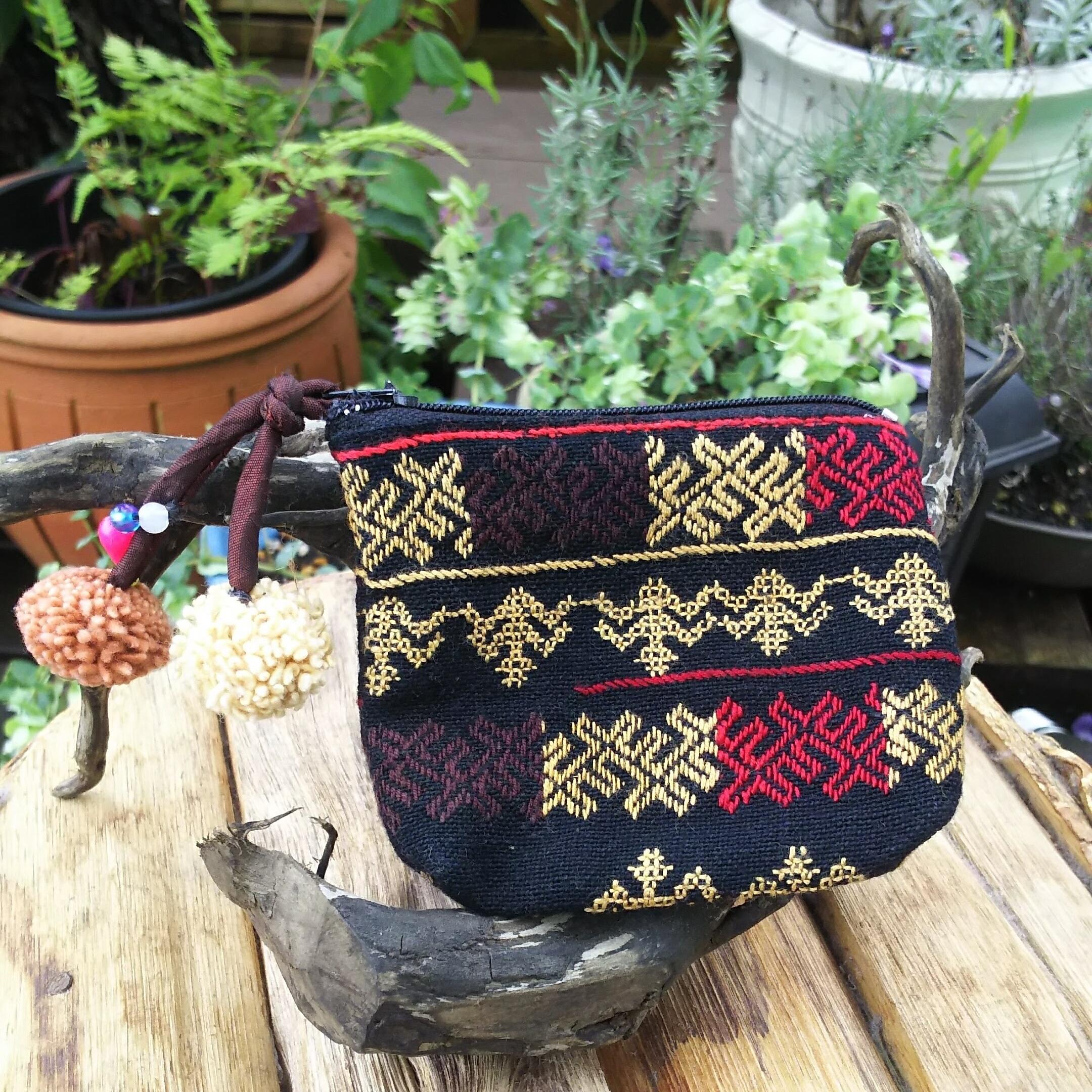 チェンマイ 手刺繍 ポンポン付き ミニポーチ ブラック