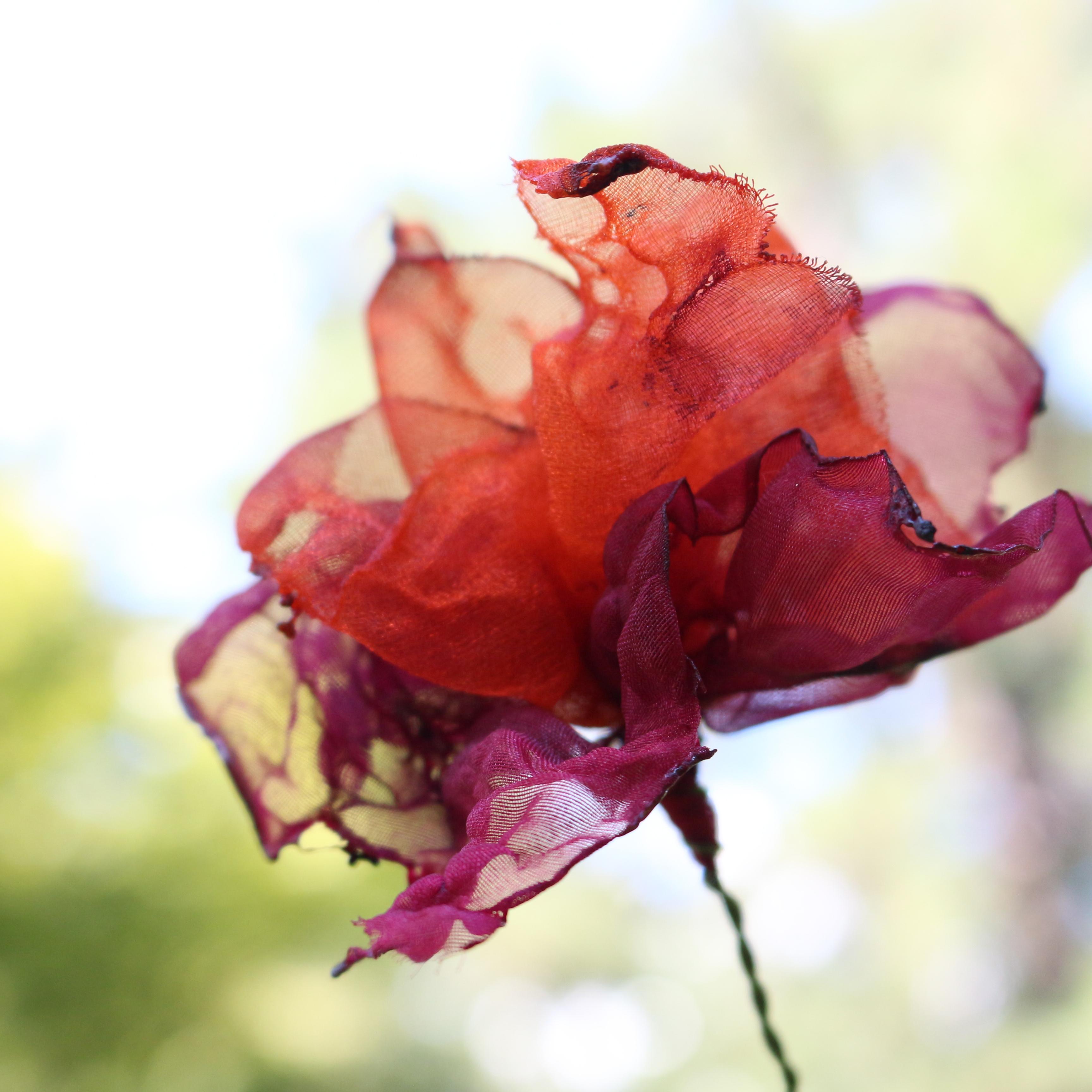 カラフルオーガンジーのアートフラワー【造花】 秋に咲く花