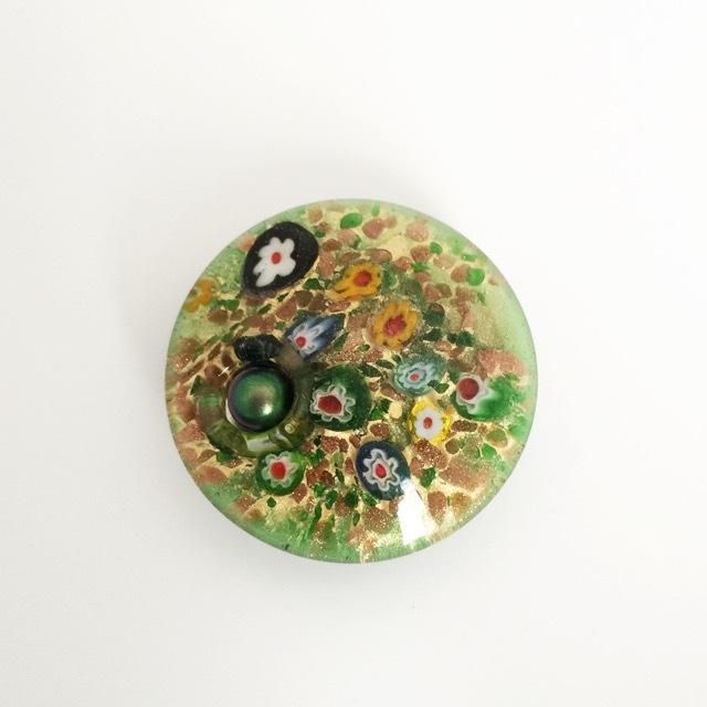 ベネチアングラスの帯留め(緑)
