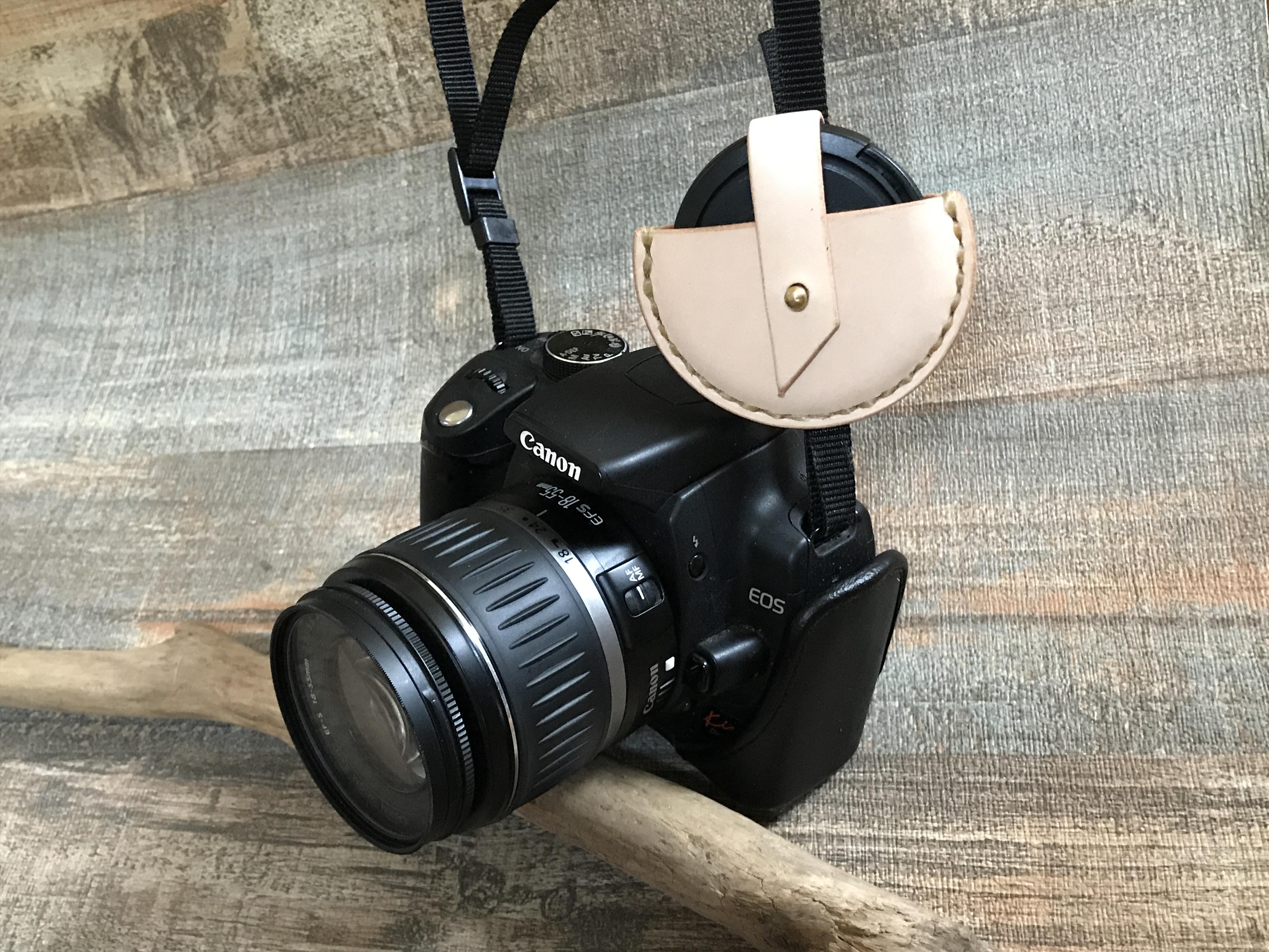 一眼レフカメラ用レザーキャップホルダー