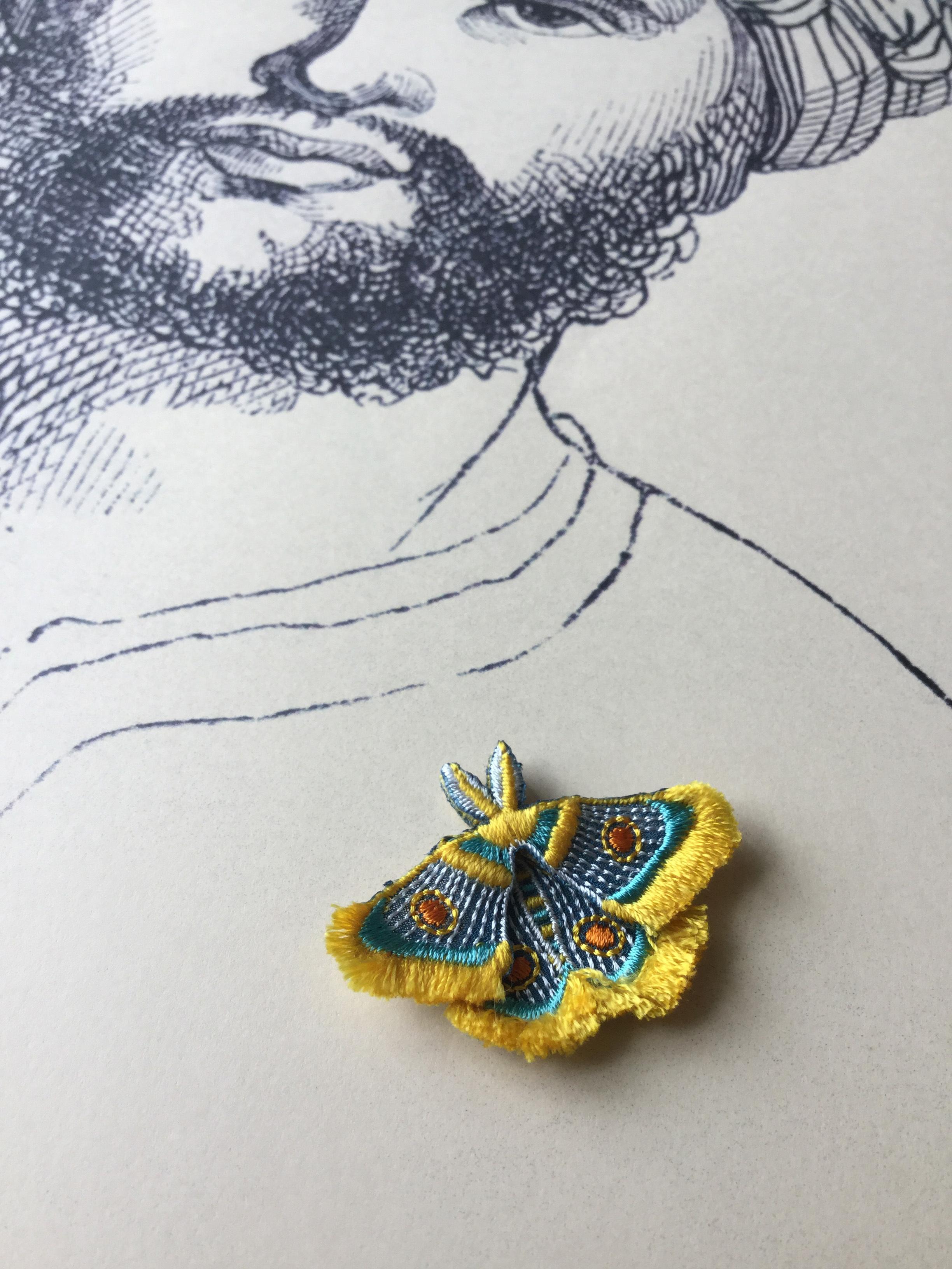 ARRO / 刺繍 ブローチ / MOTH / yellow
