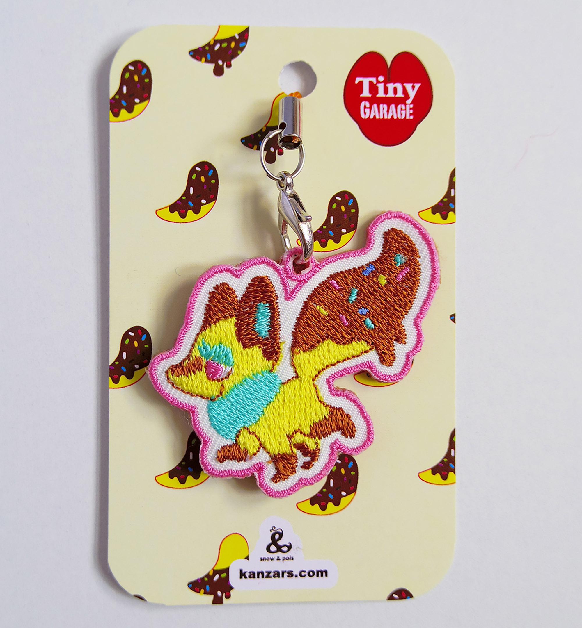 刺繍ストラップ『チョコバナナフォックス-イチゴ』TinyGarage