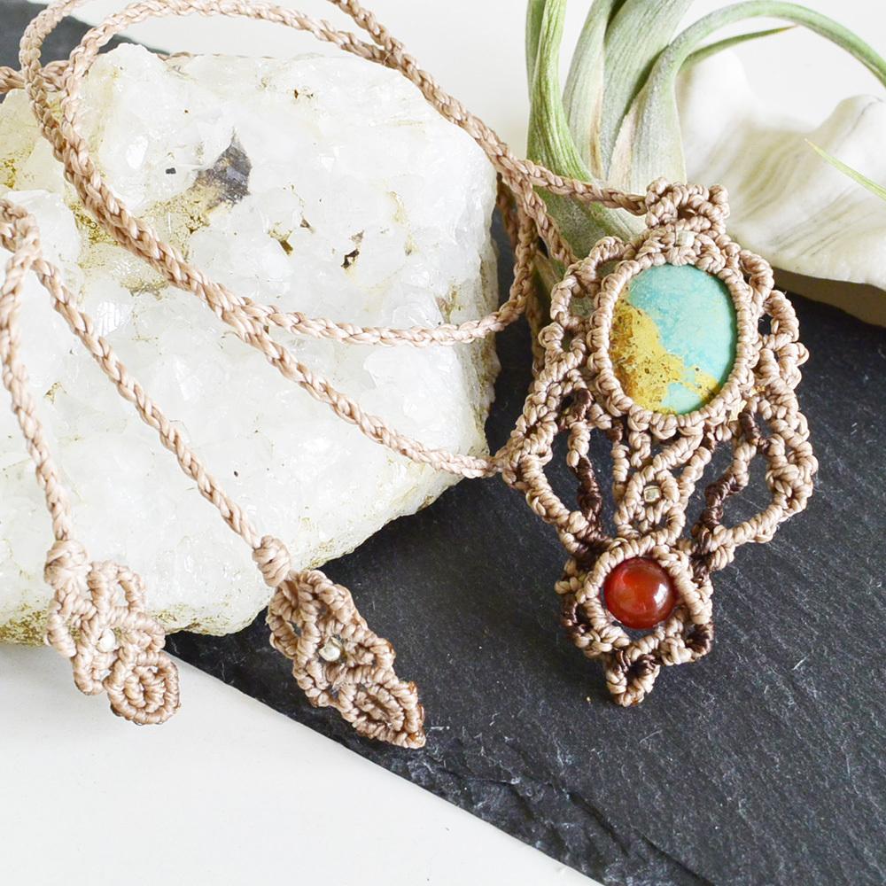 ターコイズ/天の神の石/ 天然石マクラメ編みペンダント