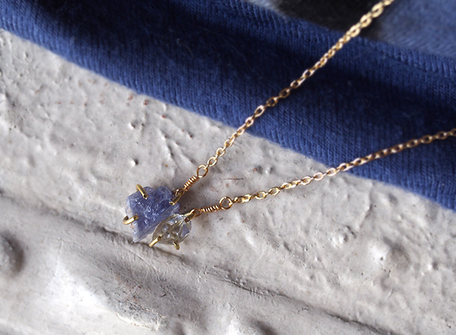 原石のタンザナイトとダイヤモンドクォーツのネックレス