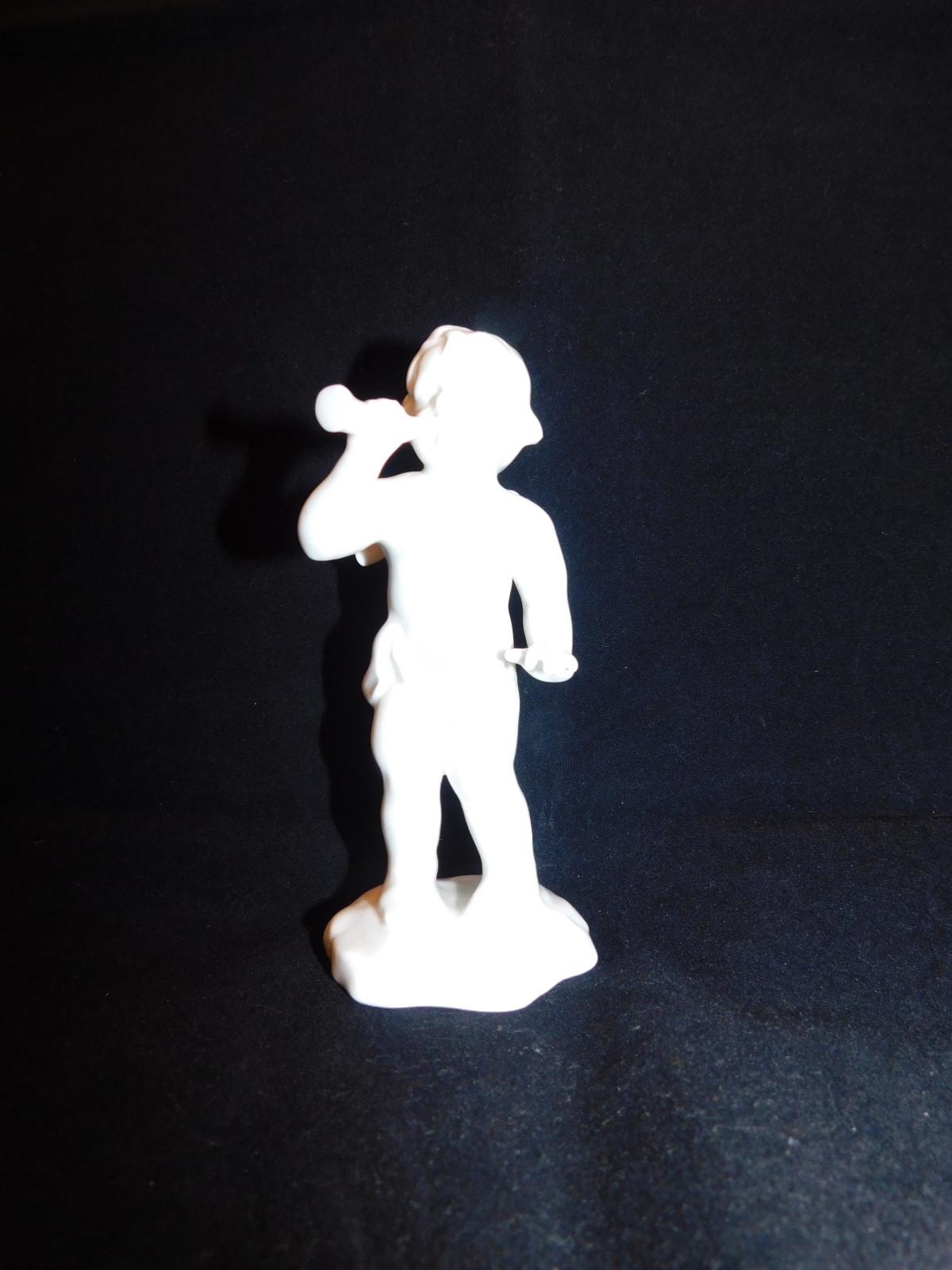 笛を弾くエンジェル Angel playing a whistle