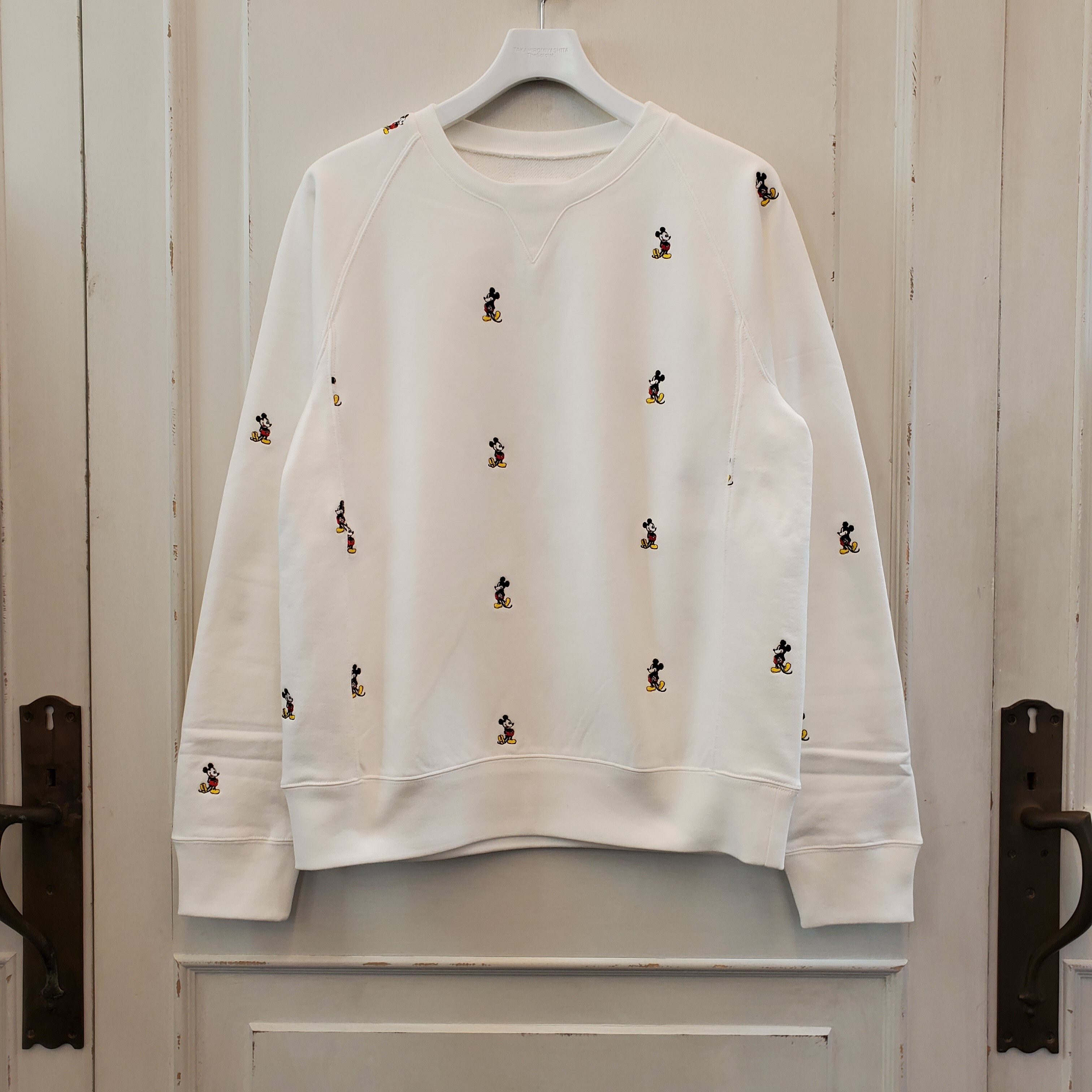 sc.0028aSS20 Mickey Mouse embroidered crew neck sweatshirt. (original color Mickey Mouse)