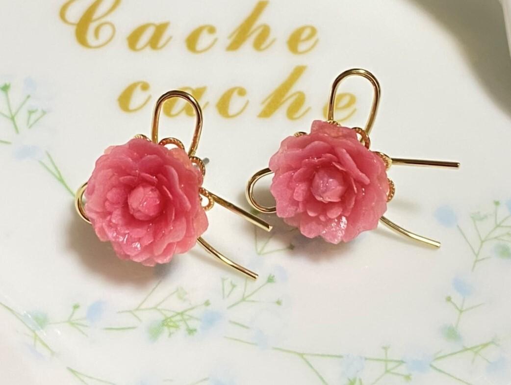 リボンとお花がキュートなピアス【ピンク】 バラ・ピンク・プレゼント・リボン・可愛い