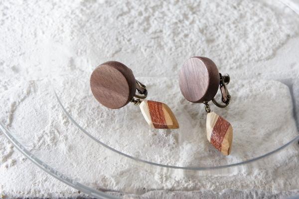 """木のいろ、揺れる耳飾り """"la pendule""""-ウォールナット×寄せ木D"""