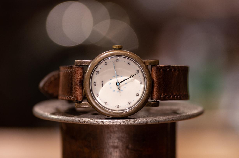 時針が極端に短く分針が長めのシンプルな腕時計(Anton Medium/在庫品)